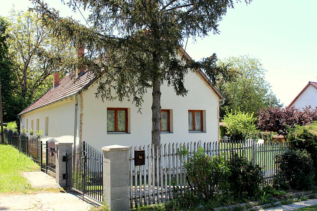 vakantiehuis hongarije feher villa orfu 01