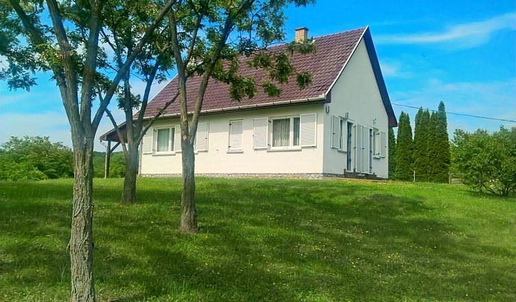 vakantiehuis-kopen-hongarije-otto's-huis-in-kács 01