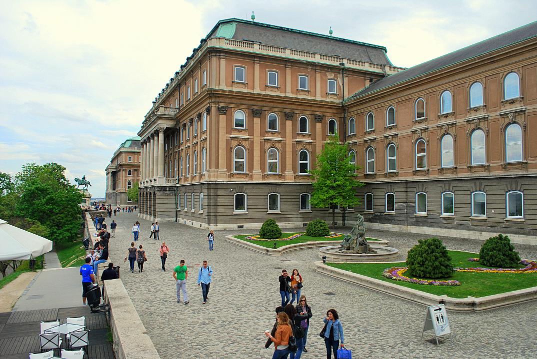 koninklijk paleis boedapest 01